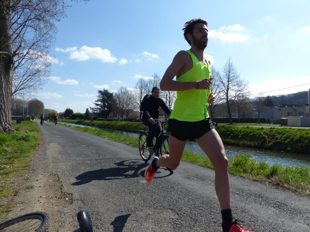 Nous avions suivi Yohan Durand lors de l'une de ses dernières grosses sorties longues avant le marathon de Paris (Photo Q.G)