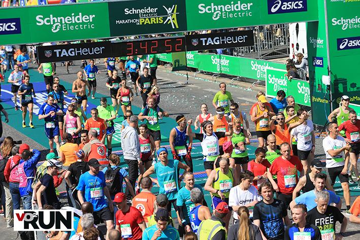 Les arrivées défilent au marathon de Paris (Photo Yves-Marie Quemener)