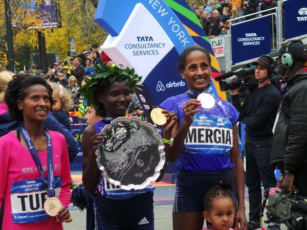 Le podium féminin (Photo twitter marathon de New York)