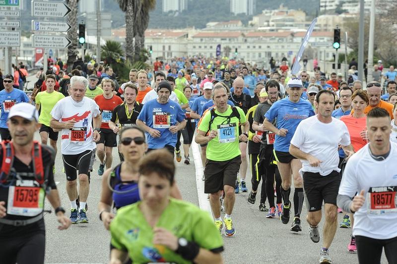 Run in Marseille 2016 - 20/03/2016 - Marseille - France - Les coureurs dans les rues de Marseille