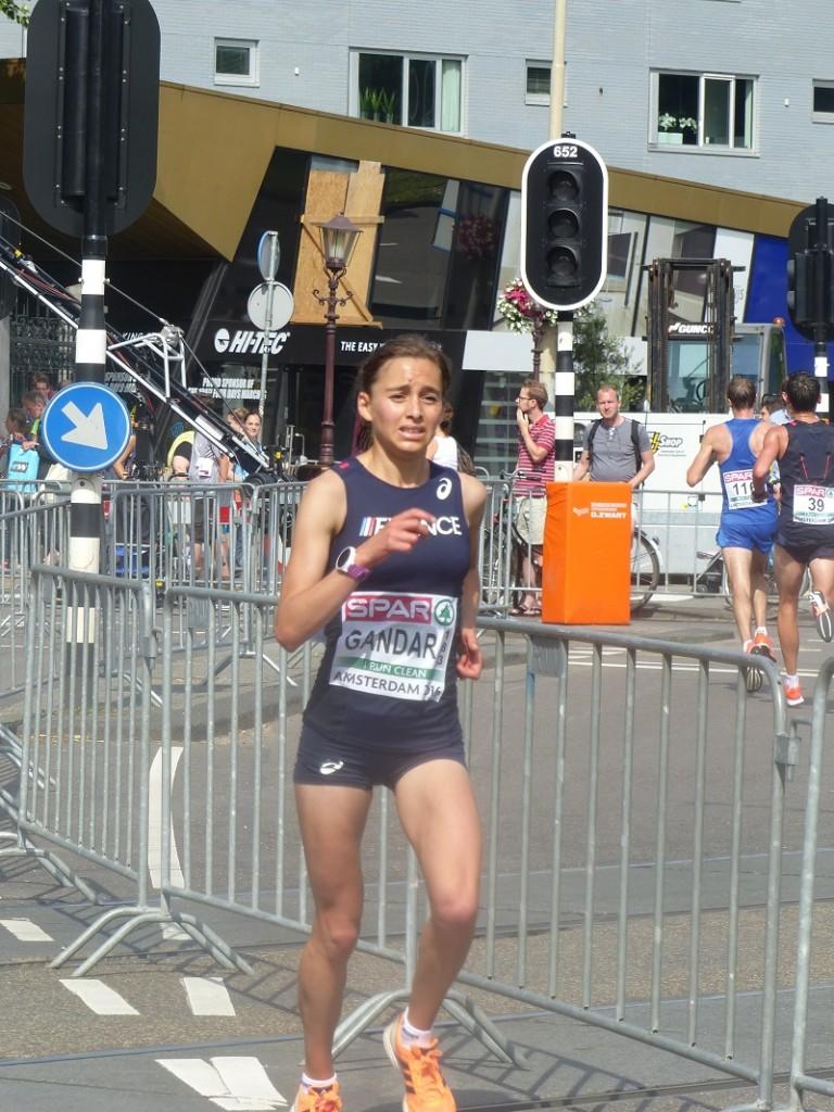 Jacqueline Gandar au courage en fin de semi-marathon (Photo Q.G)