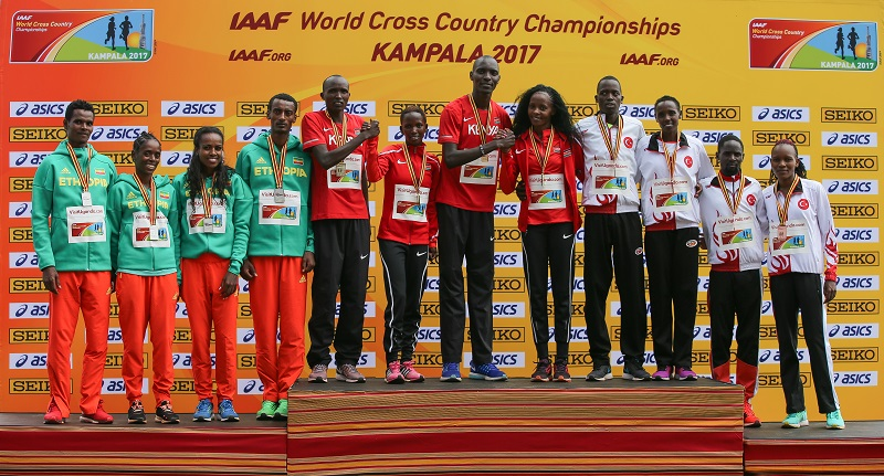 Mixed_relay_podium_y_Roger_Sedres